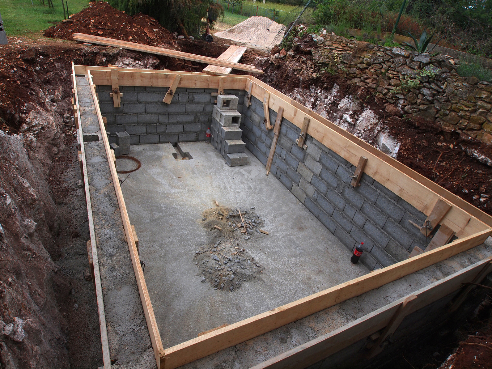 Construire sa piscine en b ton for Construction pool house piscine