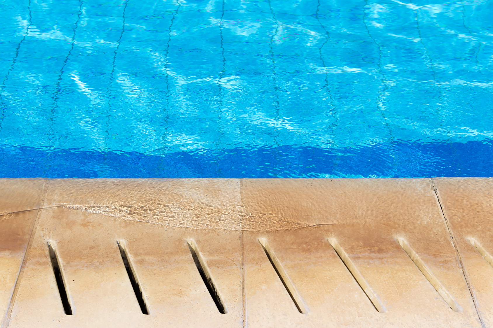 Construire sa piscine en b ton for Piscine en parpaing